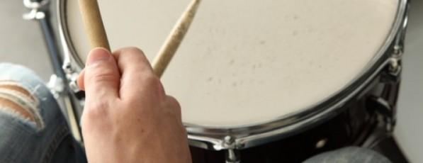 baquetas-camisa-branca-bateria-concertos_3218211